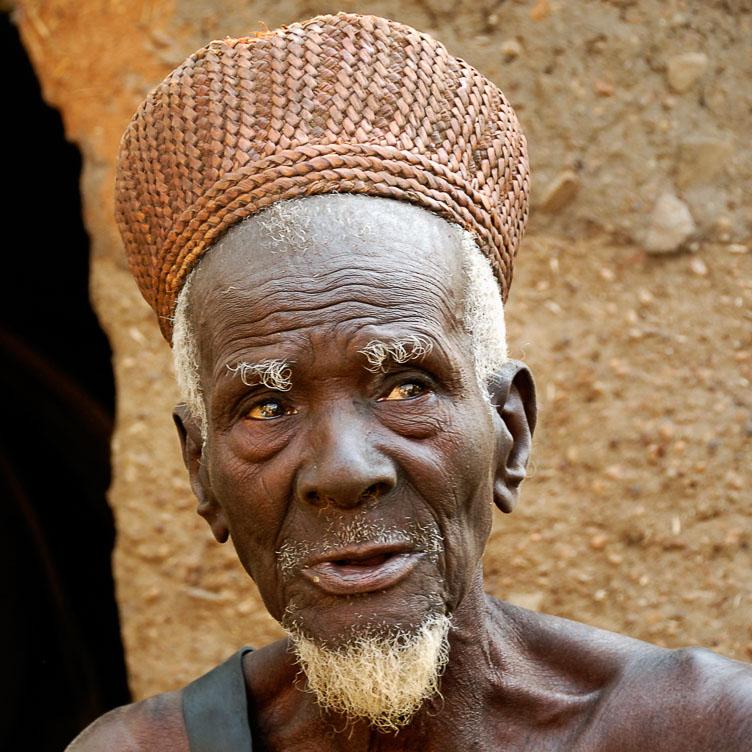 TB070726-Taneka-voodoo-master-in-the-Natitingou-region.jpg