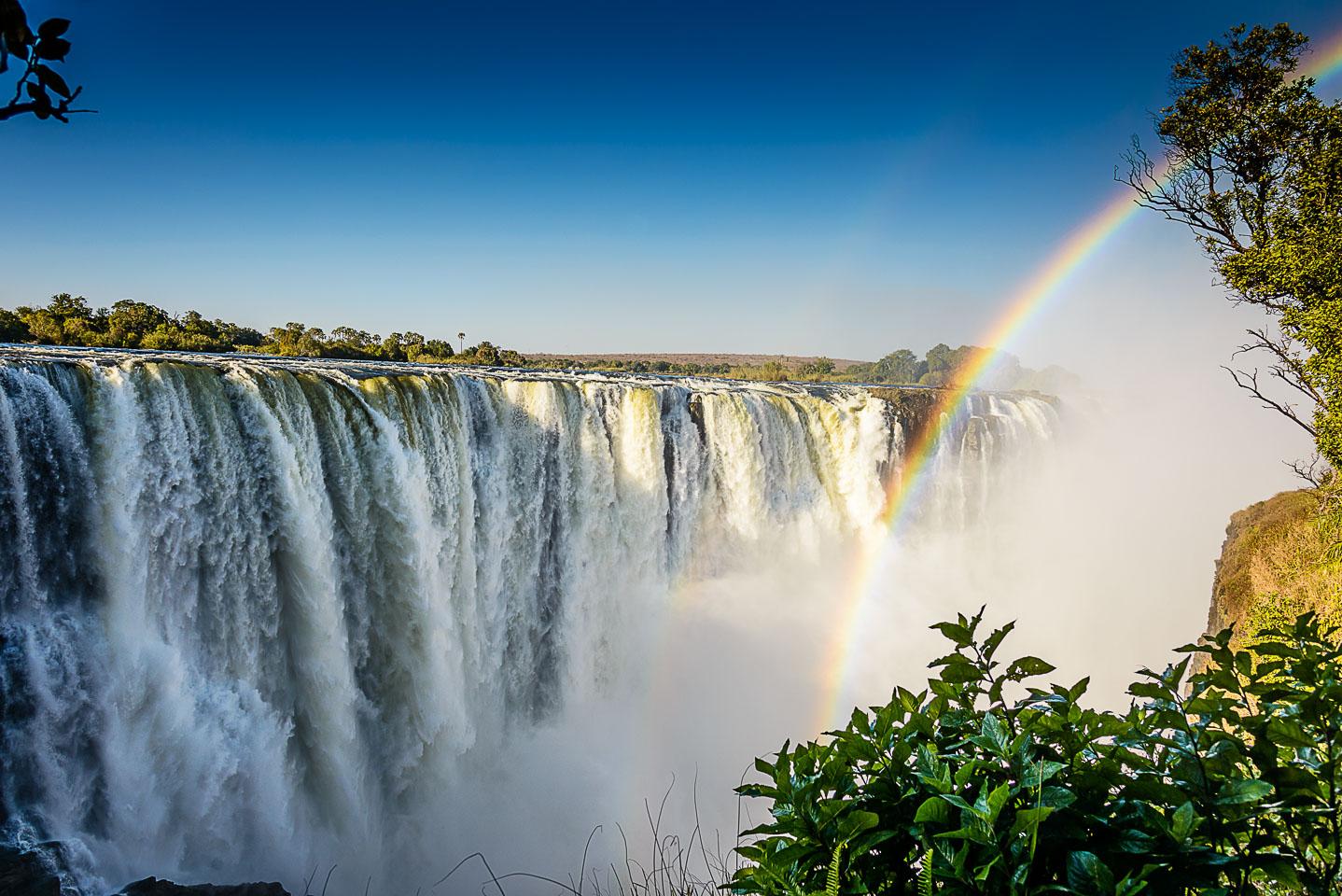 ZA131842-Victoria-Falls-and-rainbow.jpg