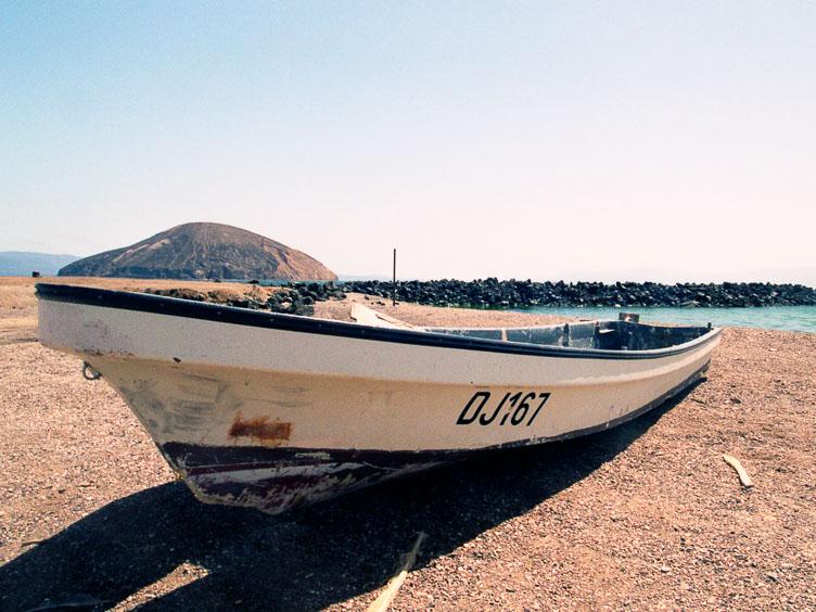 DJ05031-a-Djibouti-beach-impression.jpg