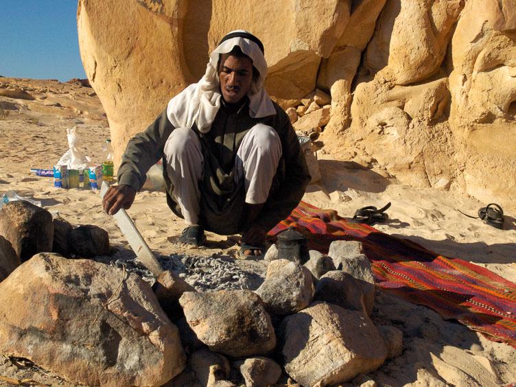 EG05025-The-Bedouin-cook.jpg