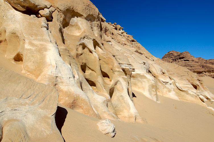 EG05037-The-edge-of-the-sand.jpg