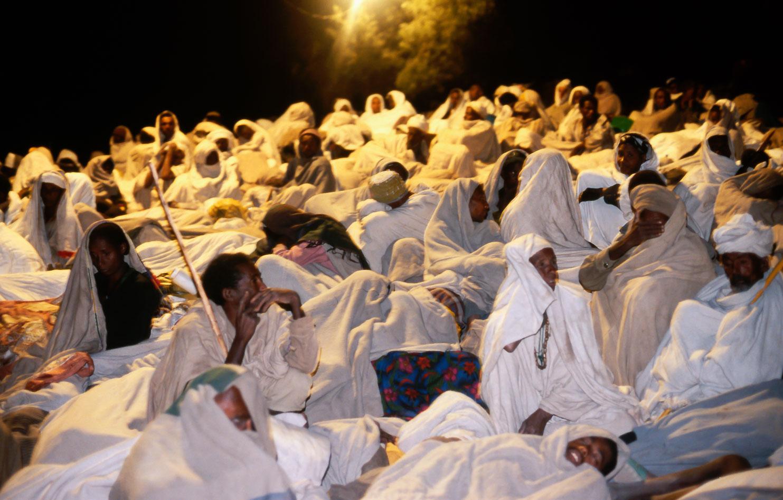 ET05010-A-whiteclad-crowd-of-pilgrims--in-Lalibela-at-Leddeth.jpg