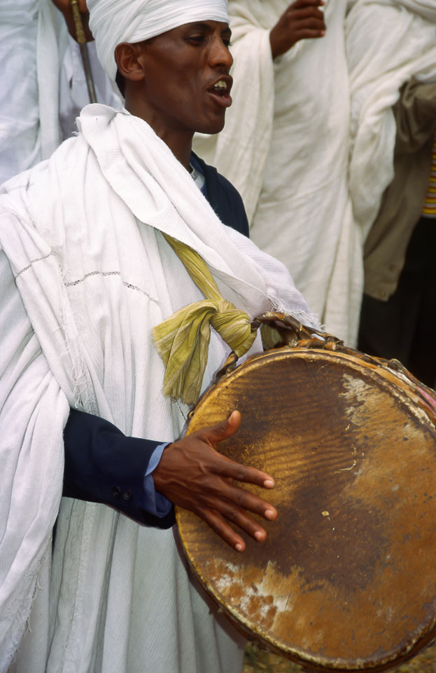 ET05125-Drums-at-the-Timklat-procession-in-Gonder.jpg