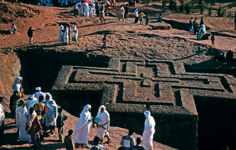 ET05017-The-church-of-St.-George-in-Lalibela.jpg