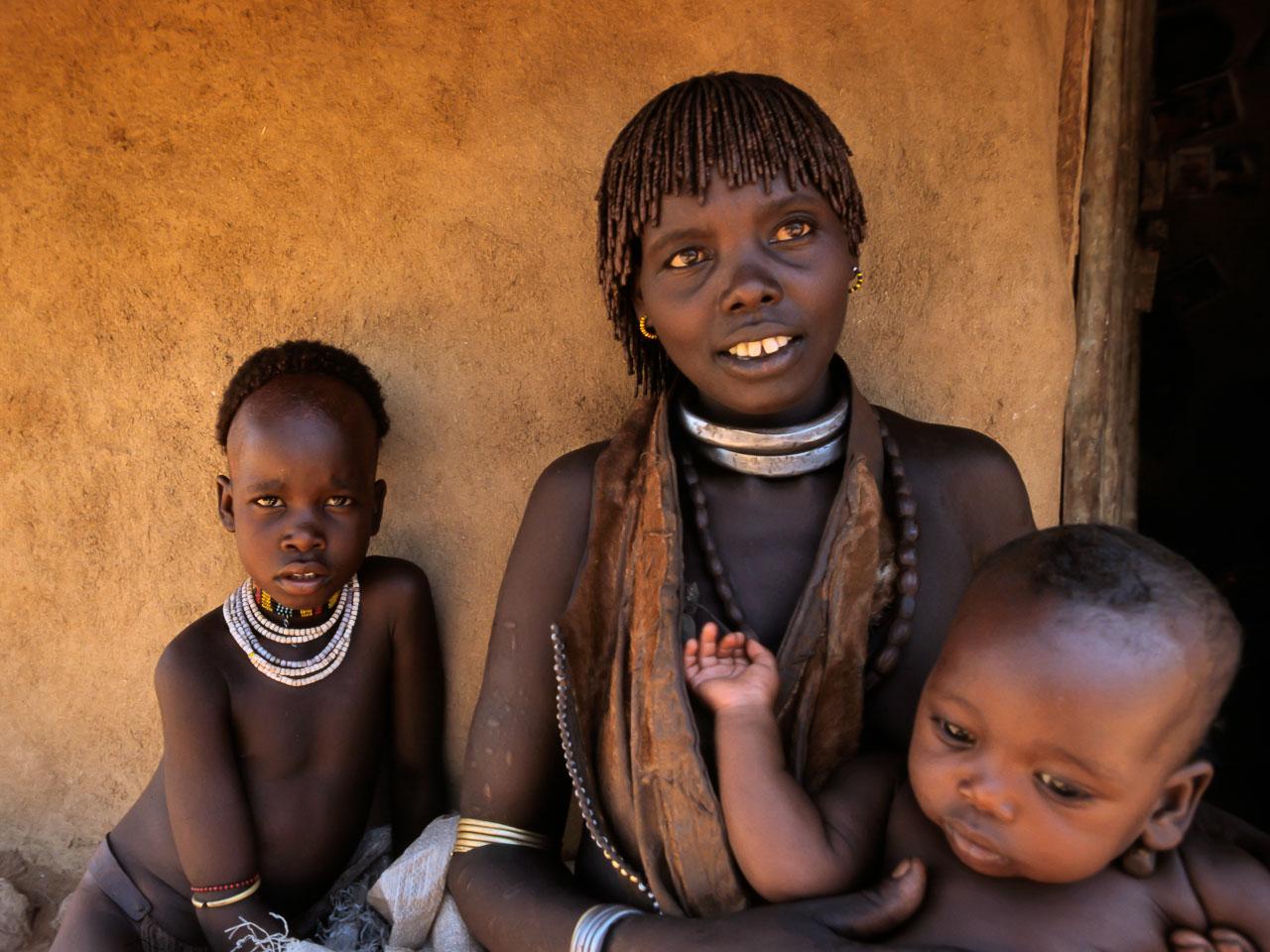 ET05173-Hamer-woman-with-her-children.jpg