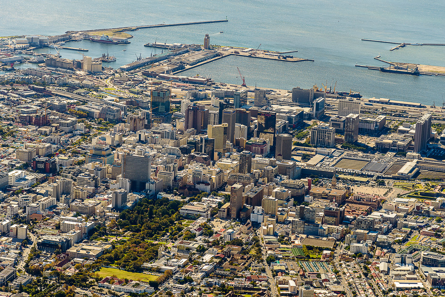 ZA130047-Cape-Town-from-the-Table-Mountain.jpg