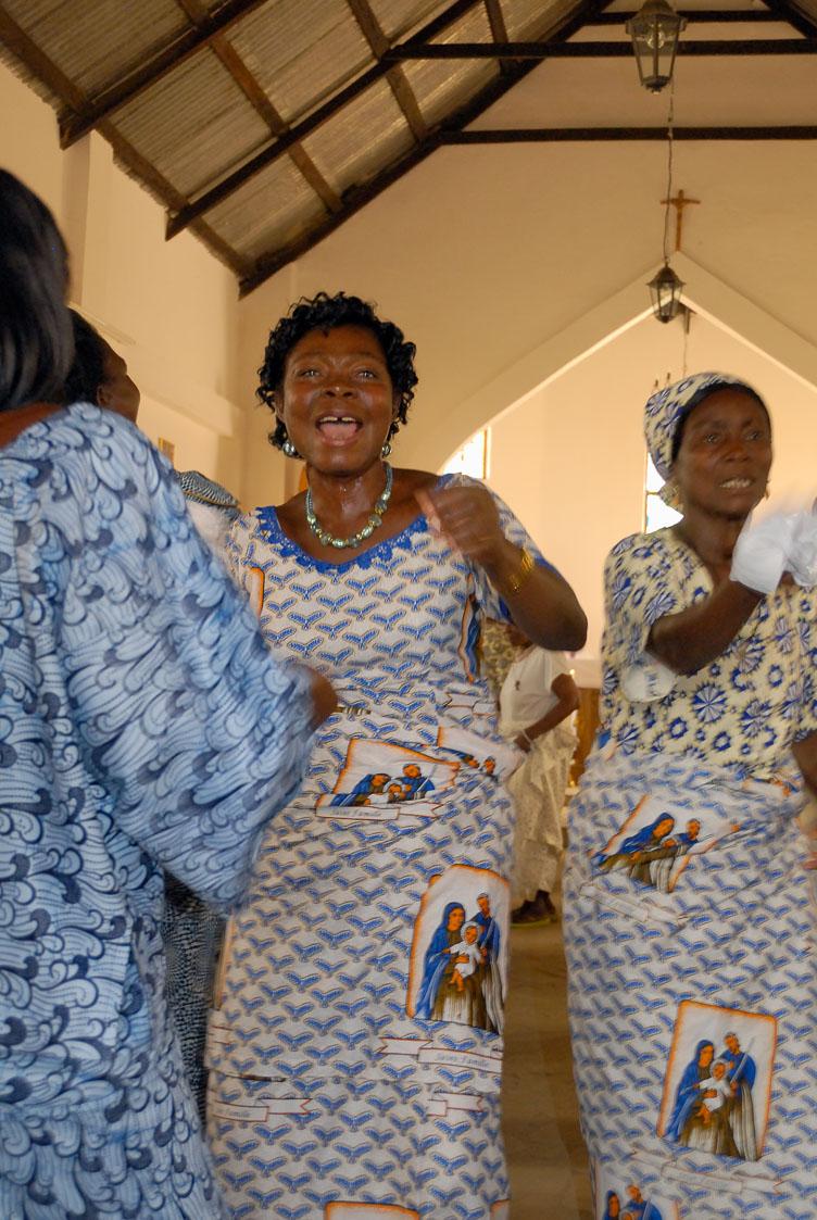 TB070219-Swinging-women-in-a-Klouto-church.jpg