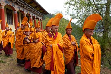 SB06523-Monks-on-their-way-to-a-ritual--at-the-Namkhe-Nyingpo-Monastery.jpg