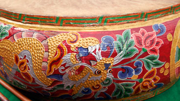 SB06595-Decorations-on-a-drum-used-in-the-ritual.jpg