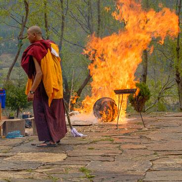 SB06646-Offerings-on-fire.jpg