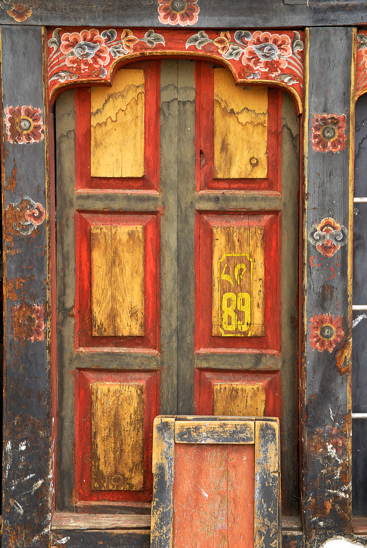 SB06364-Typical-Bhutanse-door-in-Thimphu.jpg