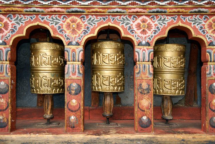 SB06425-Prayer-wheels-at-the-Trashi-Chhoe-Dzong-in-Thimpu.jpg