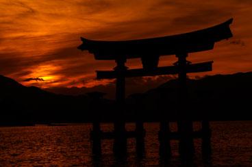 JA081045-Hiroshima-Itsukushim-at-dusk.jpg