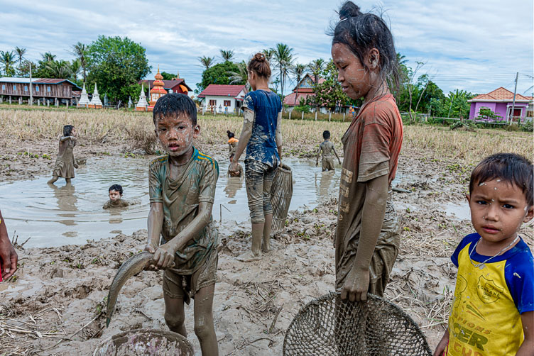 ME171622-Edit-Children-catching-fish-in-a-drying-pond.jpg
