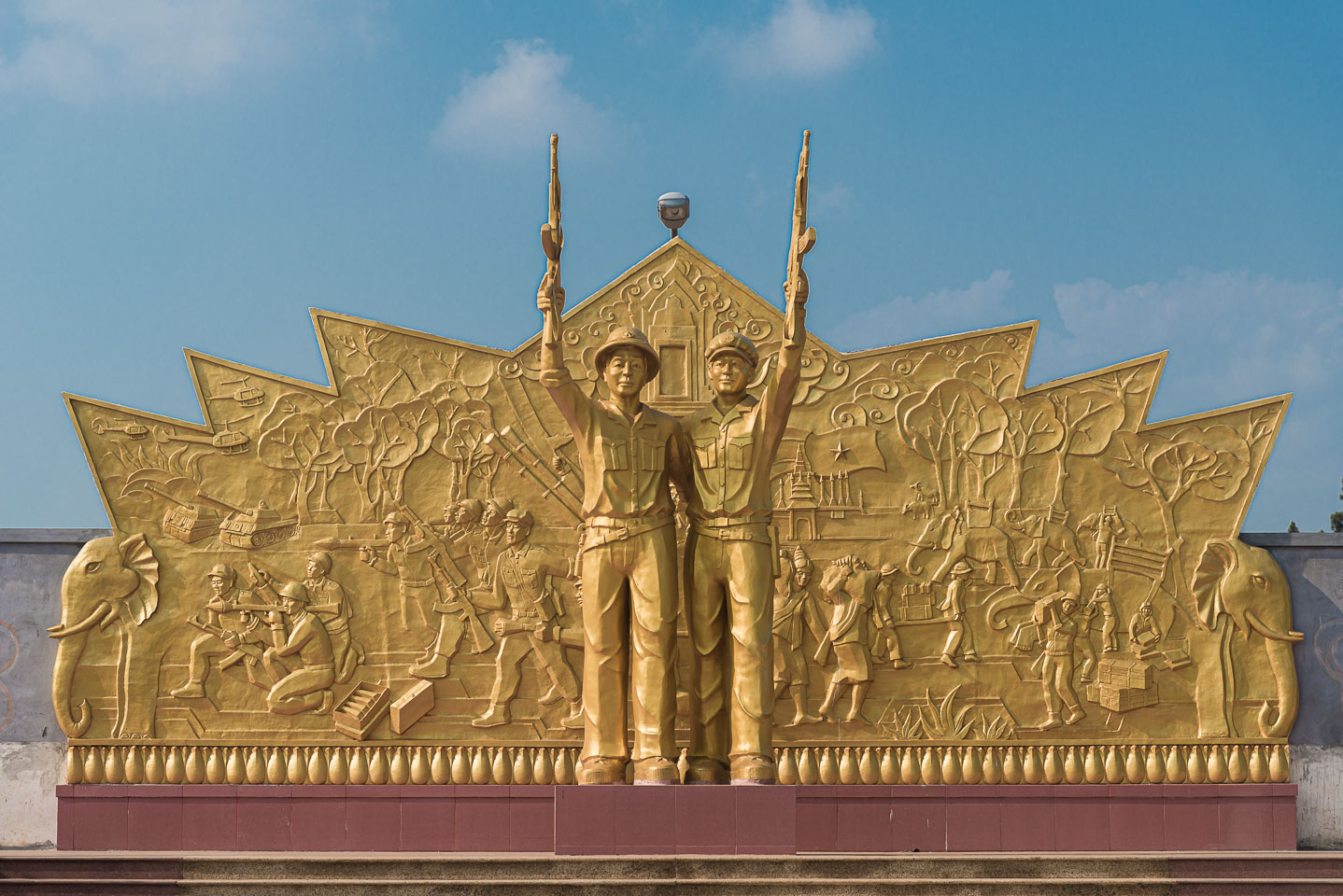 LA161650-Pakse---monument-for-Vietnamese-and-Lao-soldiers.jpg