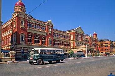 MY96001-Yangon-street-scene.jpg