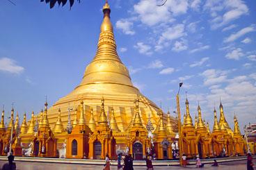MY96009-Yangon-the-Schweddagon.jpg