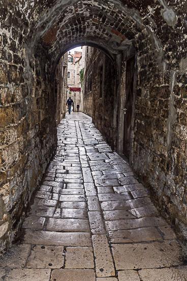CR120233E-Split-narrow-cobblestoned-street.jpg