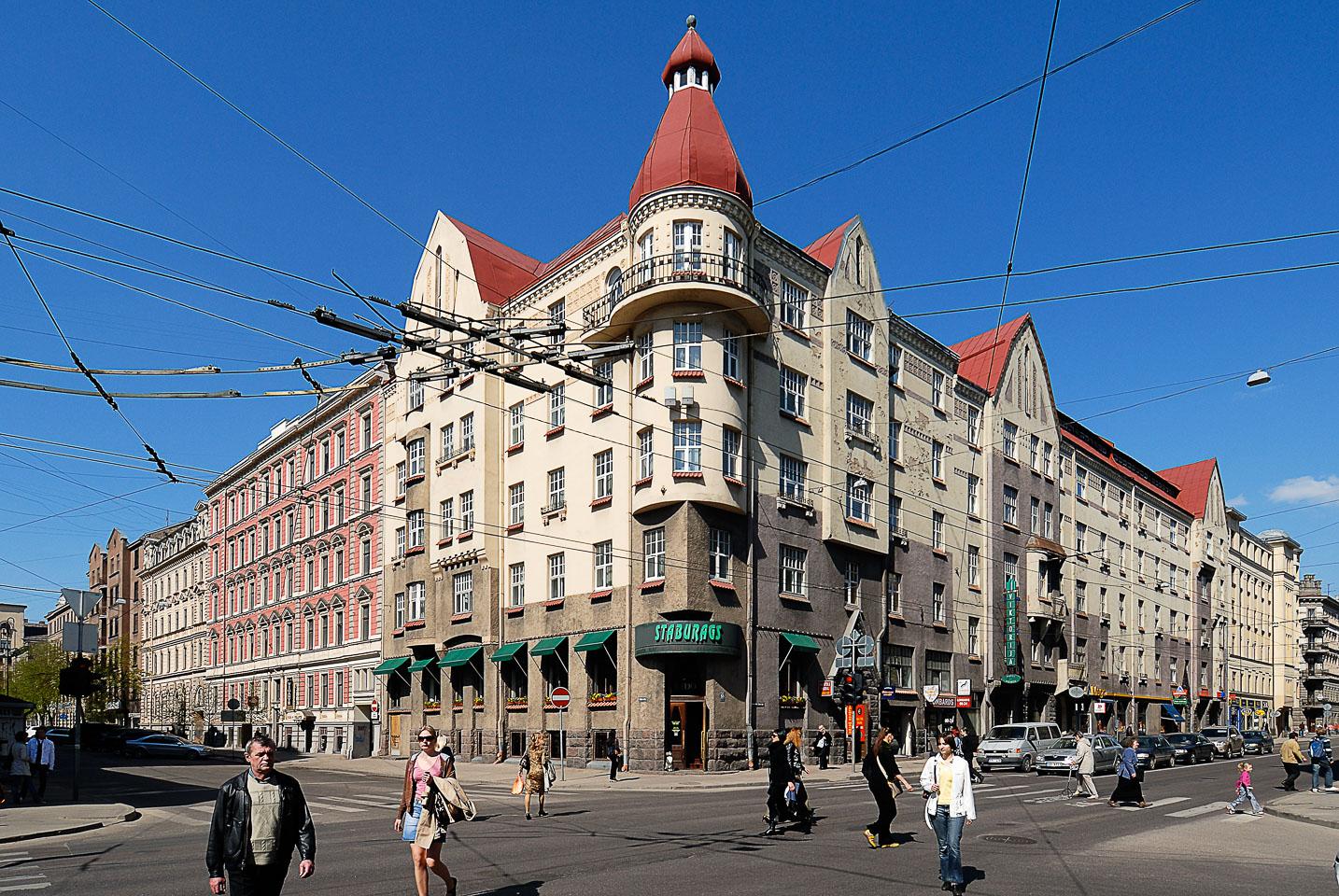 LE080002-Riga-streetcorner.jpg