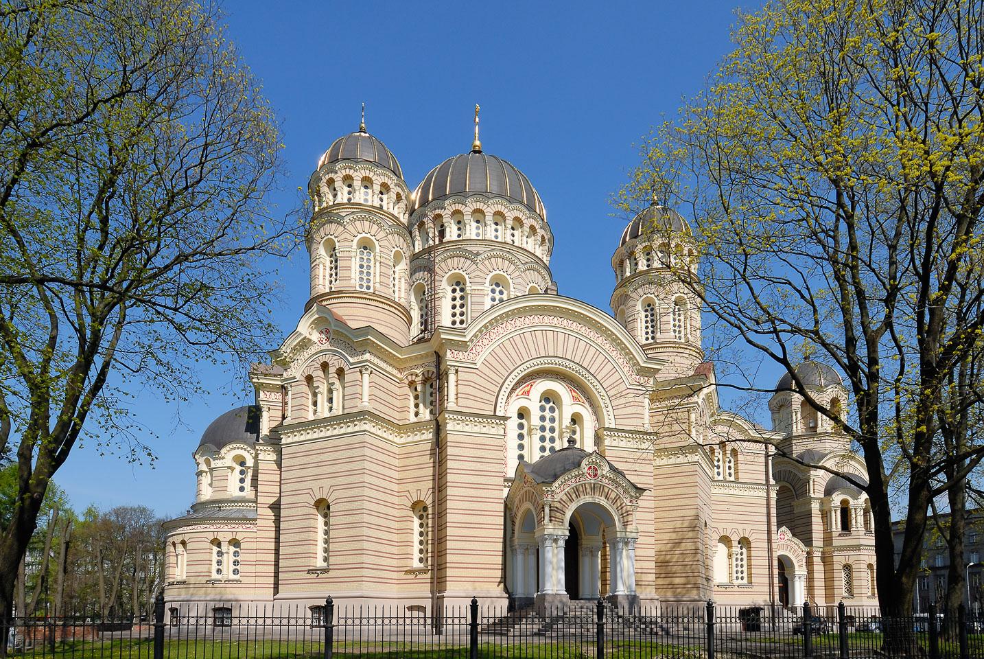 LE080044-Orthodox-chuch-in-Riga.jpg