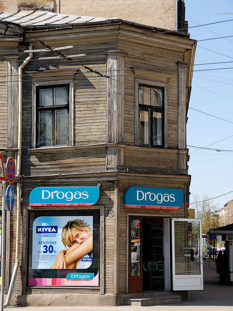 LE080001-Riga-streetcorner-drugstore.jpg