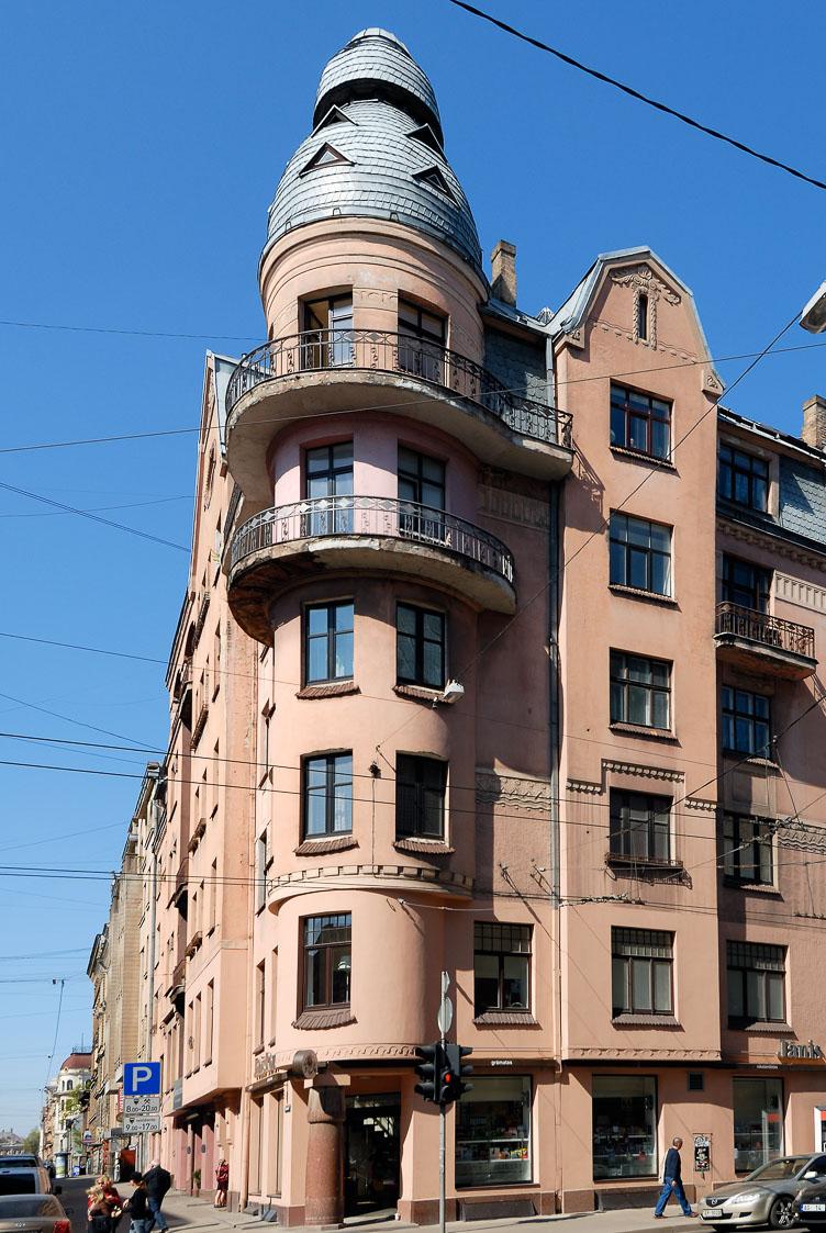 LE080041-Riga-Streetcorner.jpg