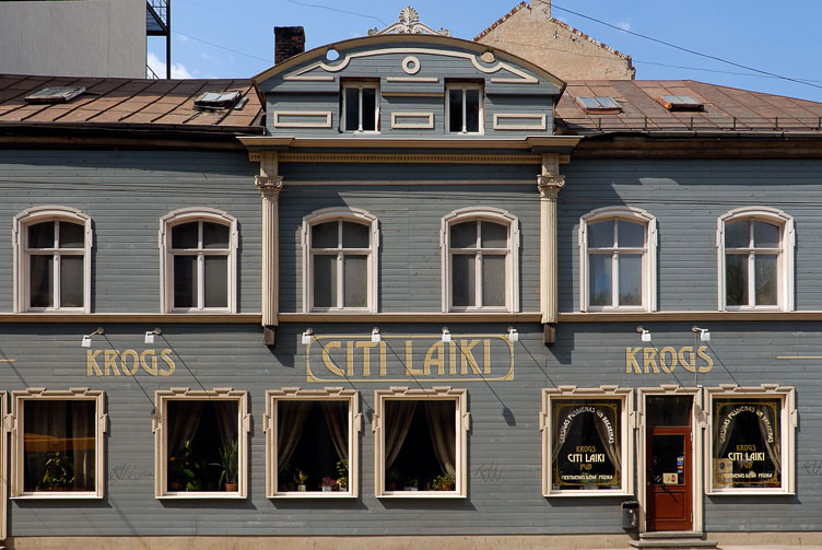 LE080132-A-typical-wooden-building.jpg
