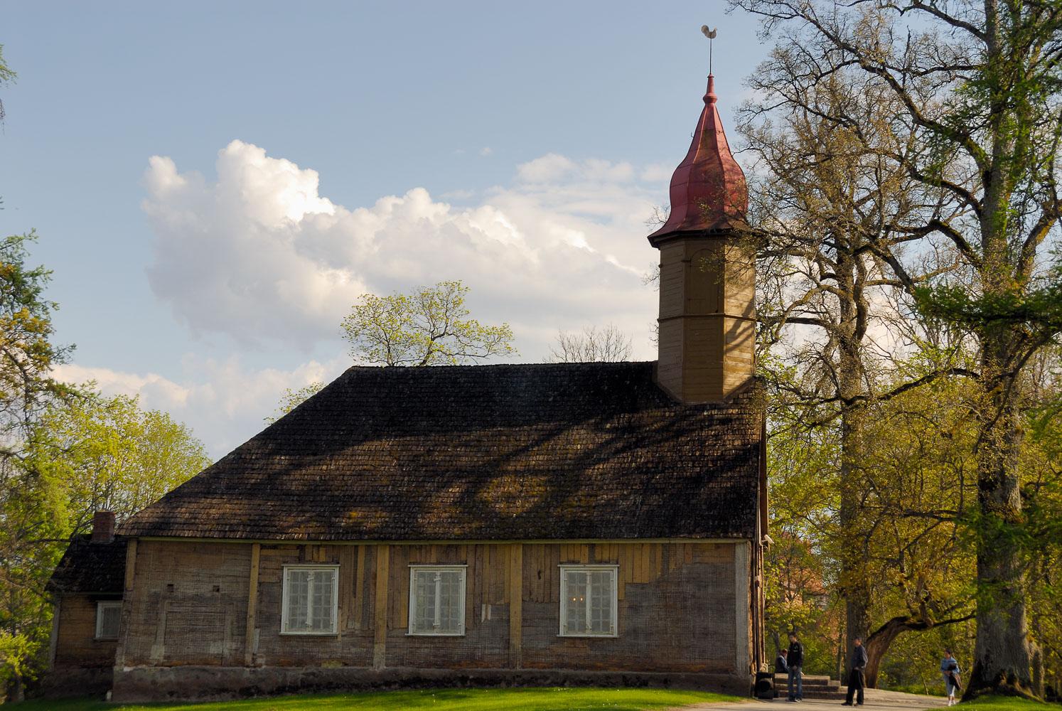 LE080505-Turaida---wooden-church.jpg