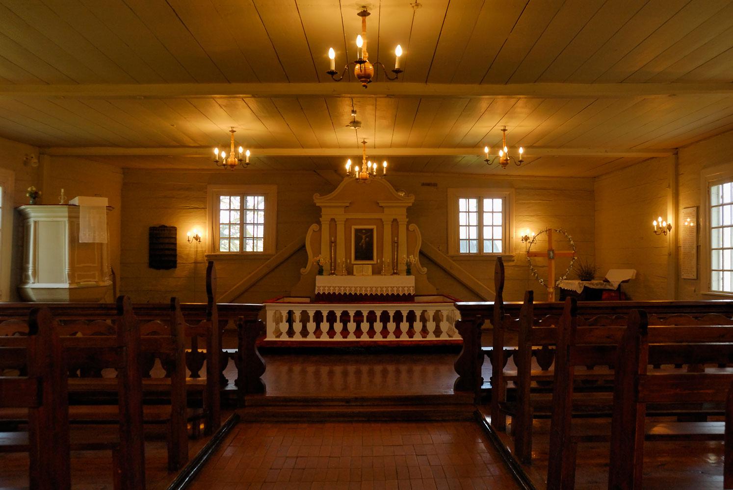 LE080506-Turaida---Interior-of-the-wooden-church.jpg