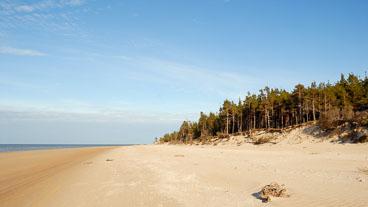 LE080341-Kap-Kolka-deserted-beach_v1.jpg