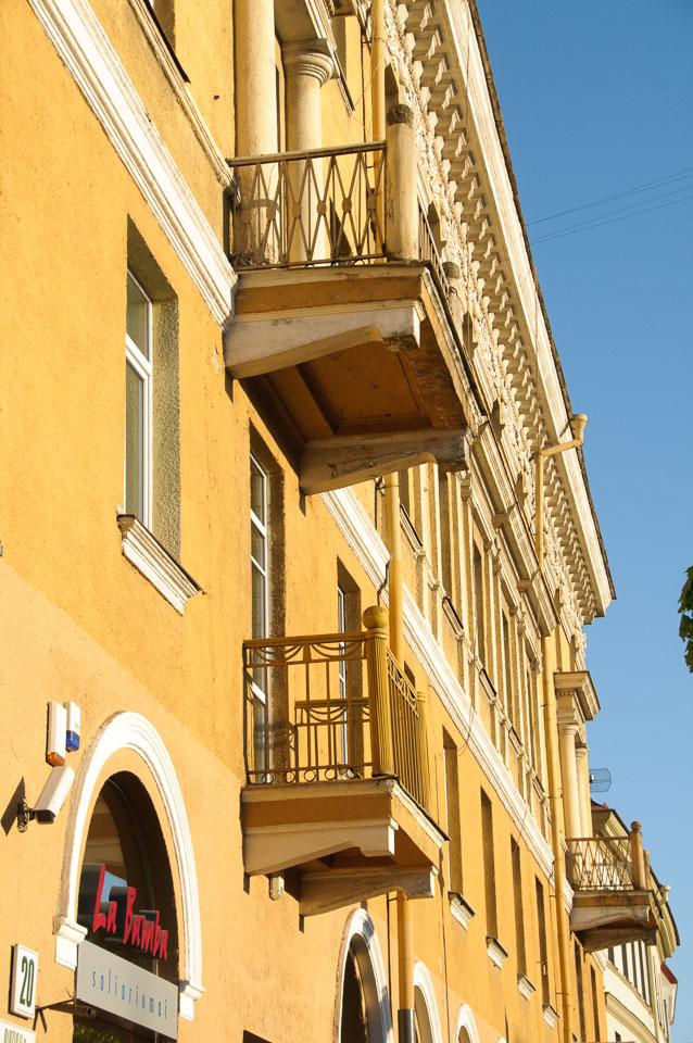 LI090252-Vilnius-balcony.jpg