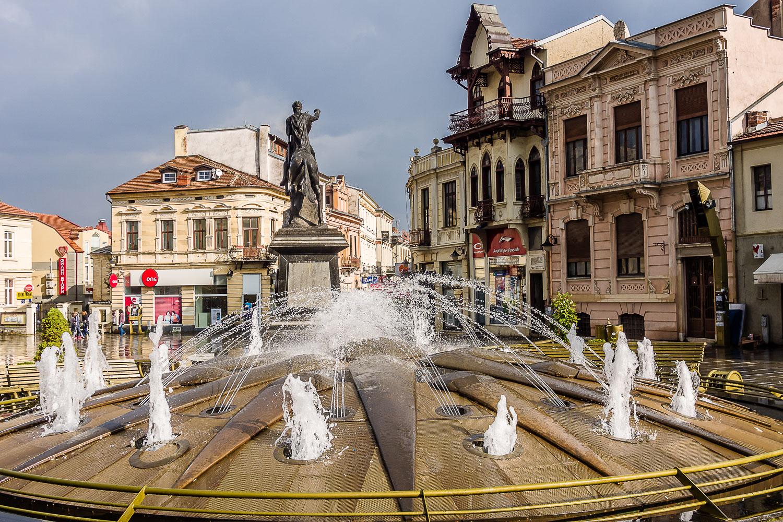 MA140271E-Bitola-fountain-and-monument.jpg