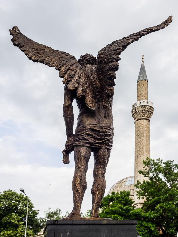 MA140277E-Bitola-Angel-statue-and-mosque_v1.jpg