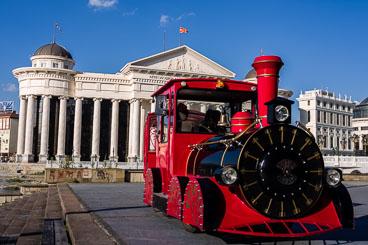MA140464-Giant-Toy-train.jpg