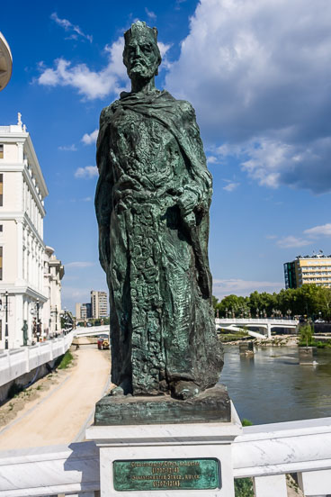 MA140502-Statue-of--Sebastocrater-Strez-a-ruler.jpg