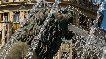 MA140572E-Lion-detail-fountain-around-the-warrior-statue_v1.jpg