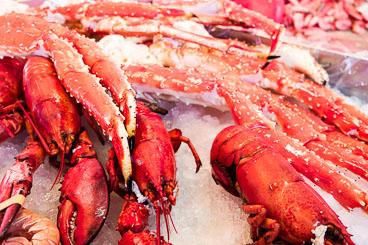 NO140047E-Bergen-Lobsters-at-the-fish-market.jpg