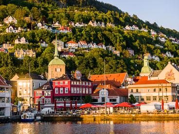 NO140116E-Bergen-at-dusk_v1.jpg