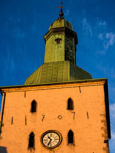 NO140130E-Bergen-typical-church-at-dusk_v1.jpg