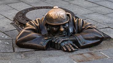 SL15072-The-famous-man-at-work-statue-in-Bratislava_v1.jpg