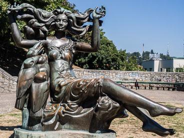 SL15082-Statue-at-Brtislava-Castle.jpg