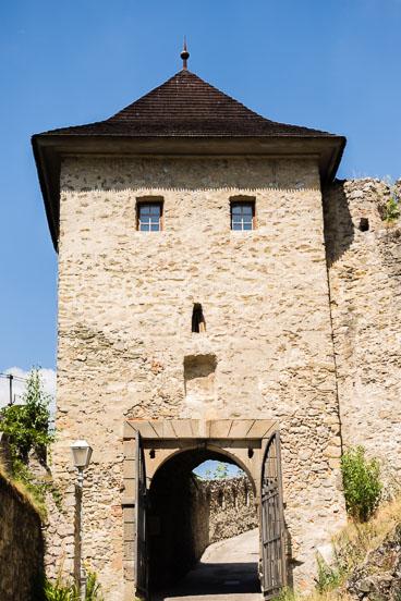 SL15216-Trencin-the-castle-gate.jpg
