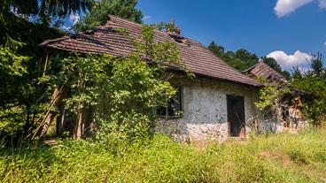 SL15262-An-abandoned-farm-in-Cerovo.jpg