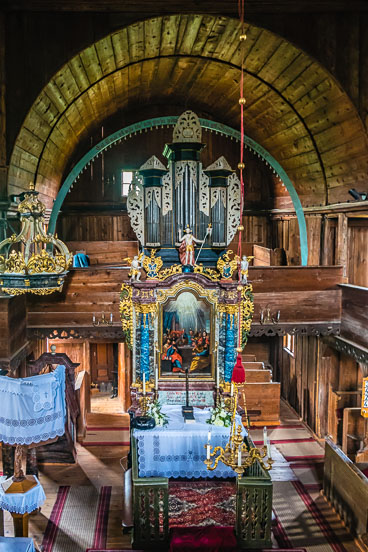SL15311-Edit-Altar-of-the-wooden-church-of-Hronsek.jpg