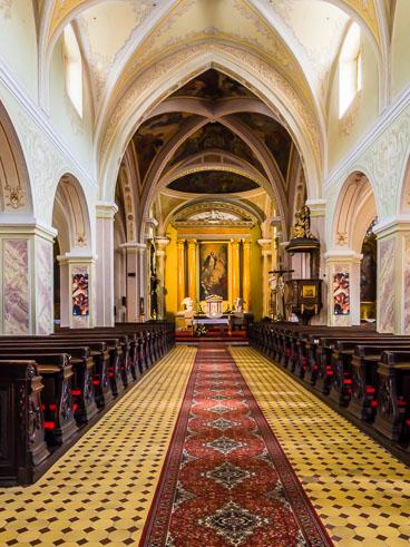 SL15362-Banska-Stiavnica-church-of-St-Katharina-interior.jpg