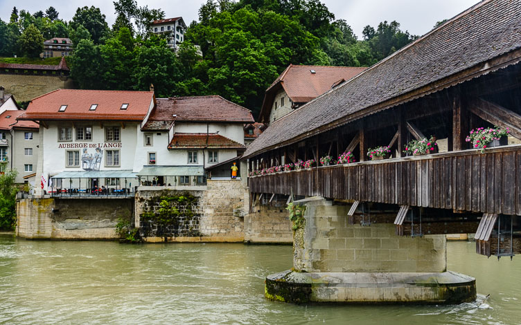 _D8C5576-Fribourg-Covered-wooden-bridge-over-the-Saane.jpg