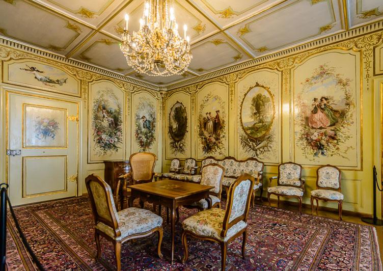 _D8C5769-Chateaux-Gruyeres-Corot-salon.jpg