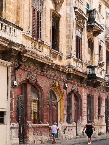 CU120025-Edit-Centro-Havana-street-scene_v1.jpg