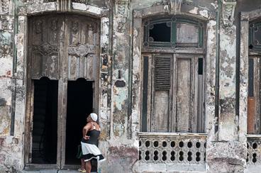 CU120039-Edit-Decay-in-Centro-Habana.jpg