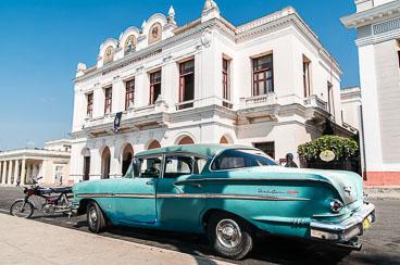 CU120444-Edit-Cienfuegos-Parque-Jose-Marti.jpg